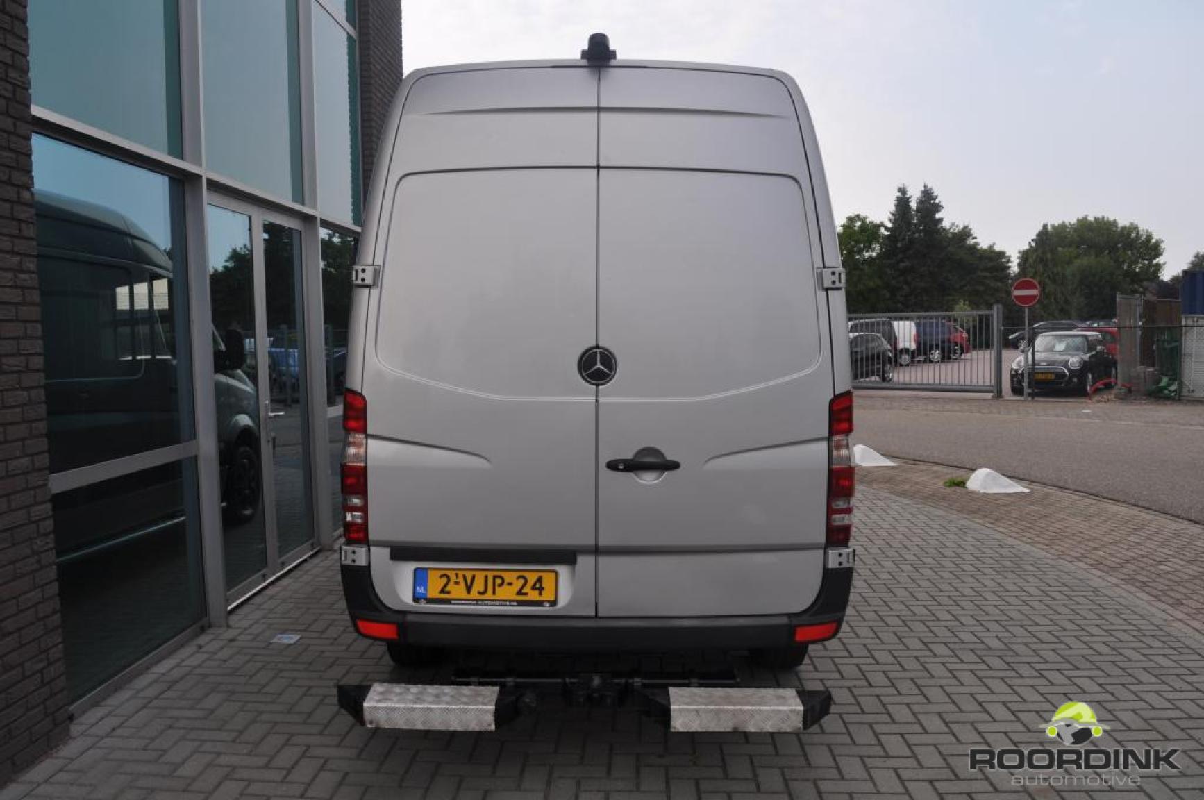 Mercedes-Benz-Sprinter-14