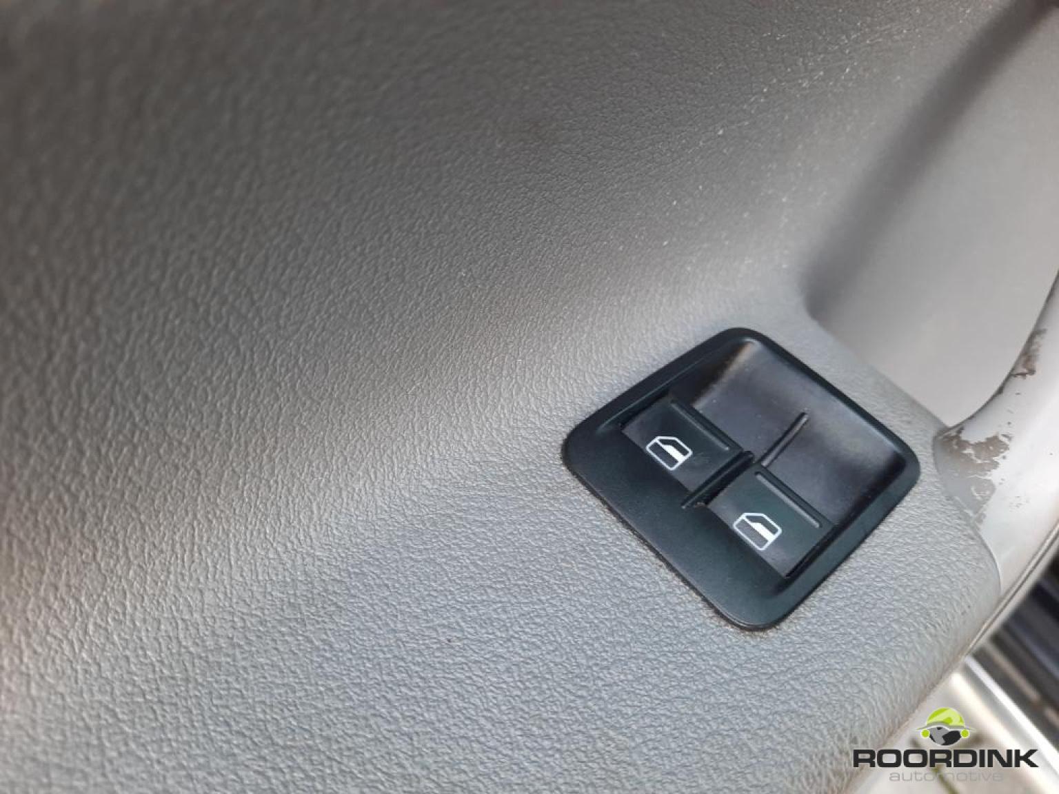 Volkswagen-Caddy-11