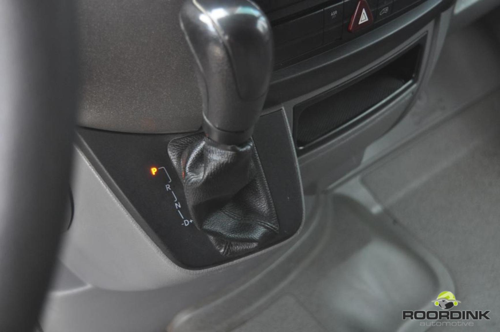 Mercedes-Benz-Sprinter-11
